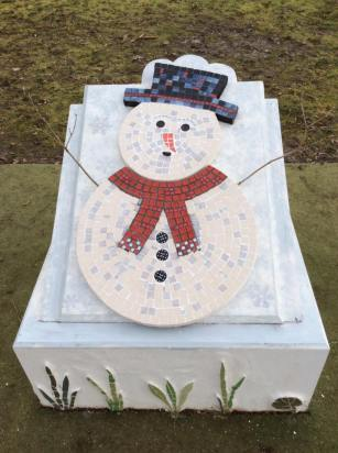 snowman-on-plinth